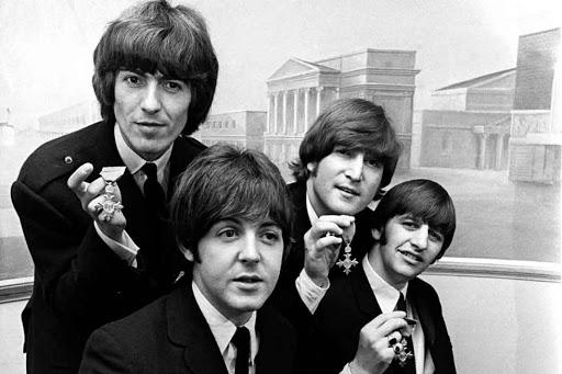 """""""Let it Be"""" de The Beatles publicitará la fusión entre Caixabank y Bankia"""
