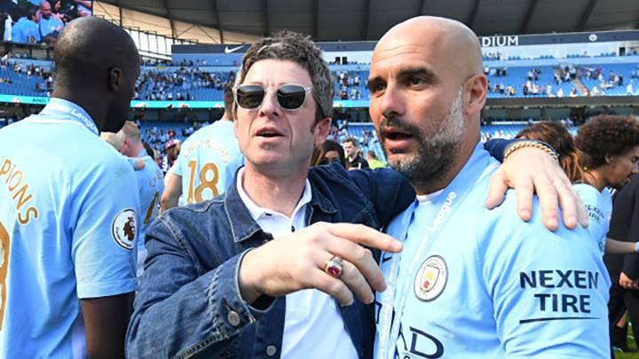 Noel Gallagher y Pep Guardiola celebrando un título del Manchester City.