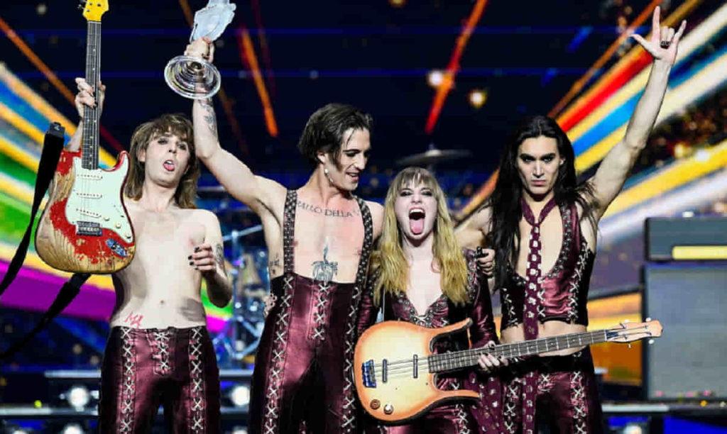 El cuarteto italiano Måneskin, tras recibir su triunfo en Eurovisión este sábado en Rotterdam.